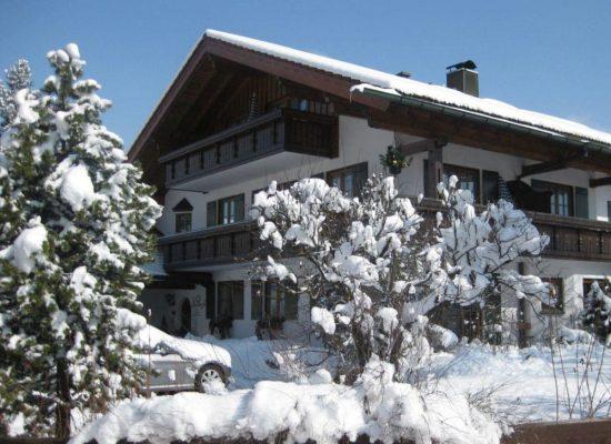 unser-haus-im-winter-2011